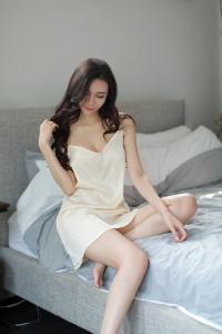瑰若好奇小姐大露背吊带睡裙(货号:E5037)